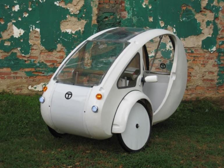 ELF - velomobil napędzany elektrycznie oraz siłą mięśni nóg