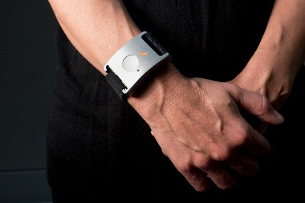 Opaska na rękę z czujnikiem przeciw napadom padaczki