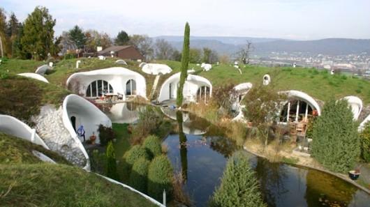 Earth House Estate Lättenstrasse - szwajcarska odpowiedź domy hobbitów w Shire