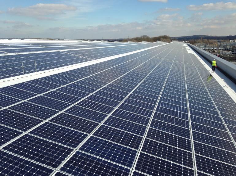 Fabryka Jaguara ma największy  w UK dach pokryty panelami słonecznymi!