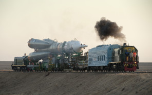 Soyuz_TMA-16_launch_vehicle_being_transported_to_pad