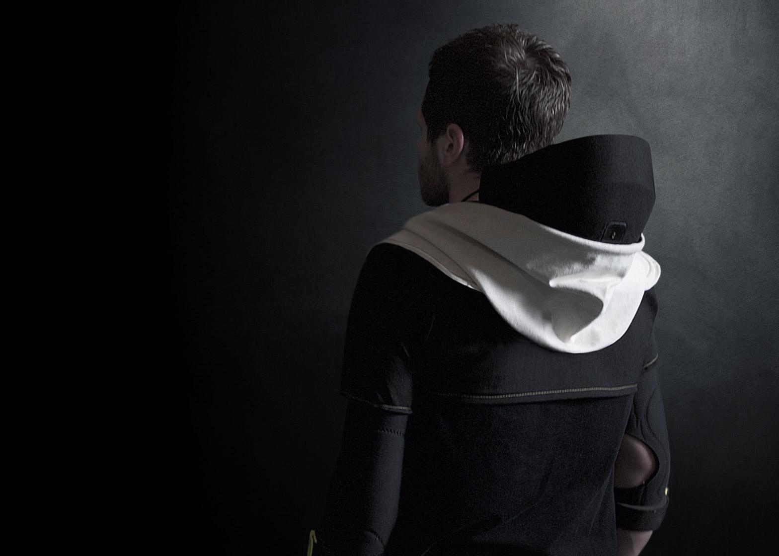 vr-hoodie-artefact-design-technology-virtual-reality-gaming_dezeen_1568_8