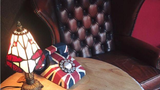 Właściciel baru zamontował klatkę Faradaya by odciągnąć ludzi od smartfonów