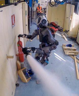 walk-man-firefighting-robot-2