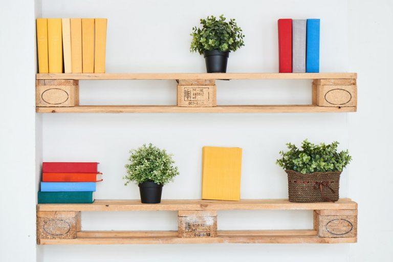 Montaż półek bez wiercenia – dlaczego warto i czego najlepiej użyć?