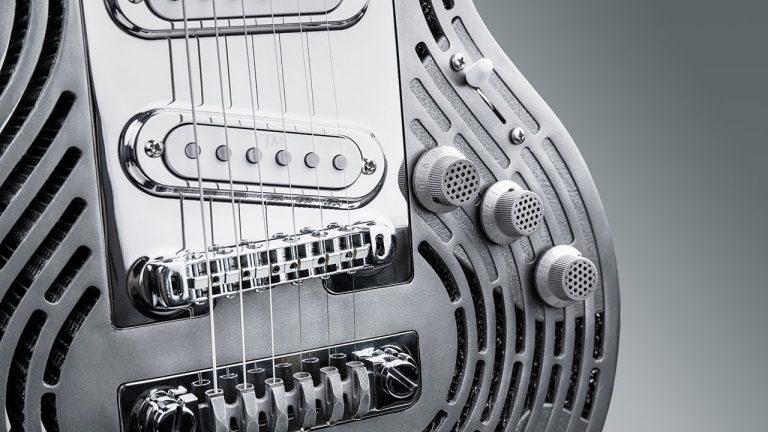 Sposób dla porywczych muzyków: niezniszczalna gitara z…tytanu